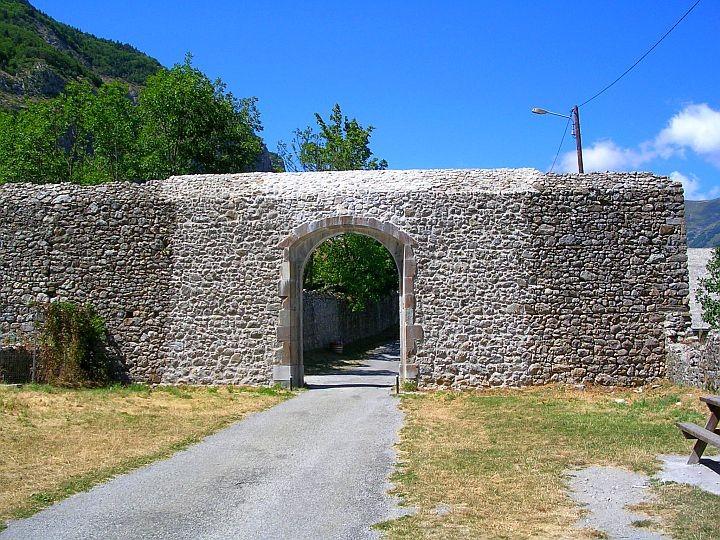 Porte Nord chateau Lesdiguières